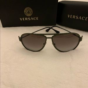 ♥️♥️PRICE DROP !!♥️♥️ Versace aviator sunglasses